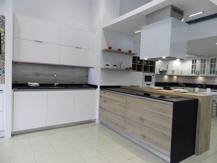 Fabricacion venta y montaje de muebles de cocina en for Armarios bajos baratos