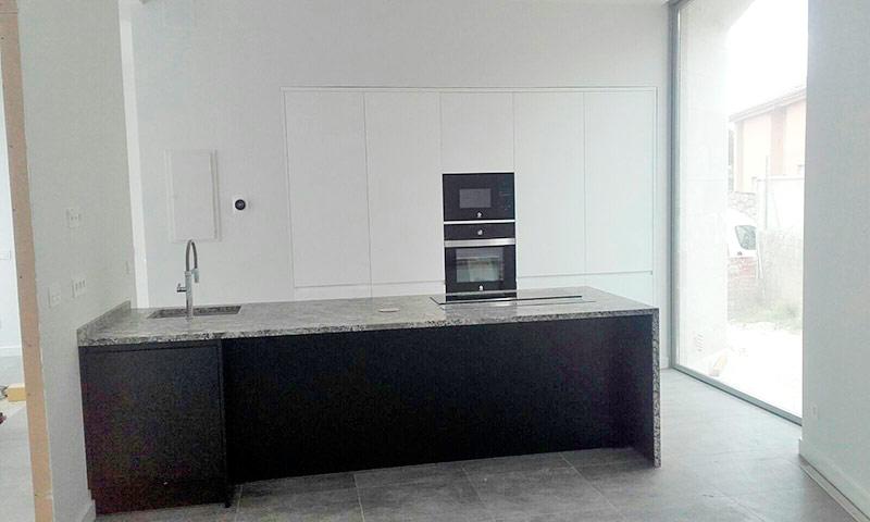 Trabajos de montaje de muebles de cocina y baño en Madrid