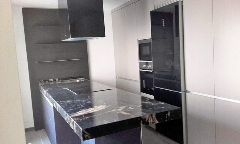 Trabajos de montaje de muebles de cocina y ba o en madrid for Adhesivos para banos y cocinas